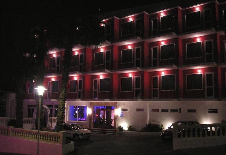 Hotel Teix, Calvia, Fassaad õhtul/öösel