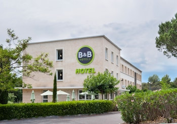 Choose This 2 Star Hotel In Biot