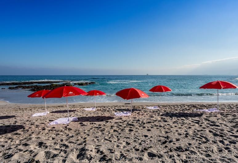 裘岱安托法加斯塔旅館, 安多法加斯塔, 海灘