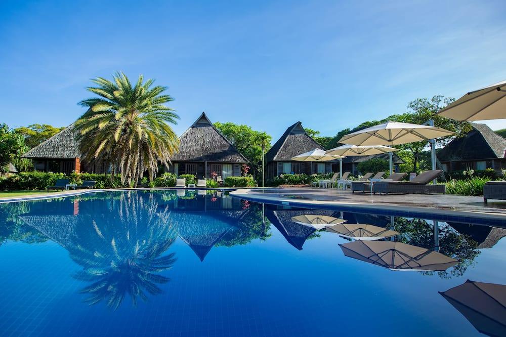 Bungalow, vista a la piscina - Piscina