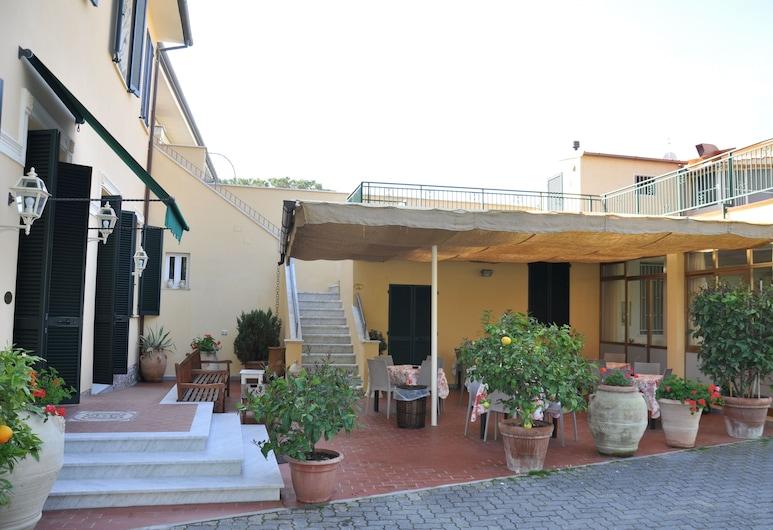 Verdesolemare, Pietrasanta, Taras/patio