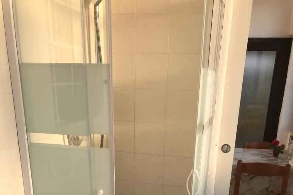 Double Room (Camera 4) - Bathroom