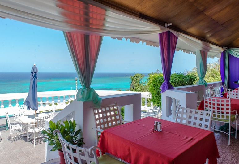 Skyclub Beach Suite at Mobay Club, Montego Bay, Utendørsservering