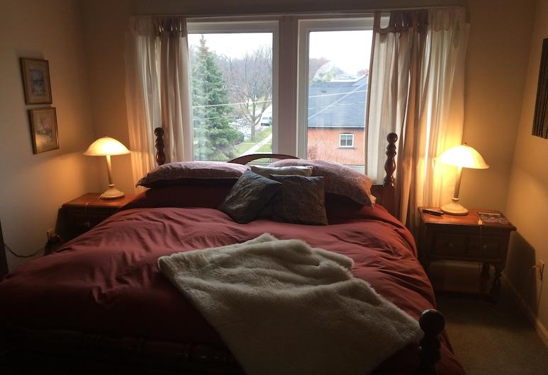 Ye Olde Walkerville Bed & Breakfast, וינדזור, סוויטה רומנטית, מיטת קינג וספה נפתחת, חדר אורחים