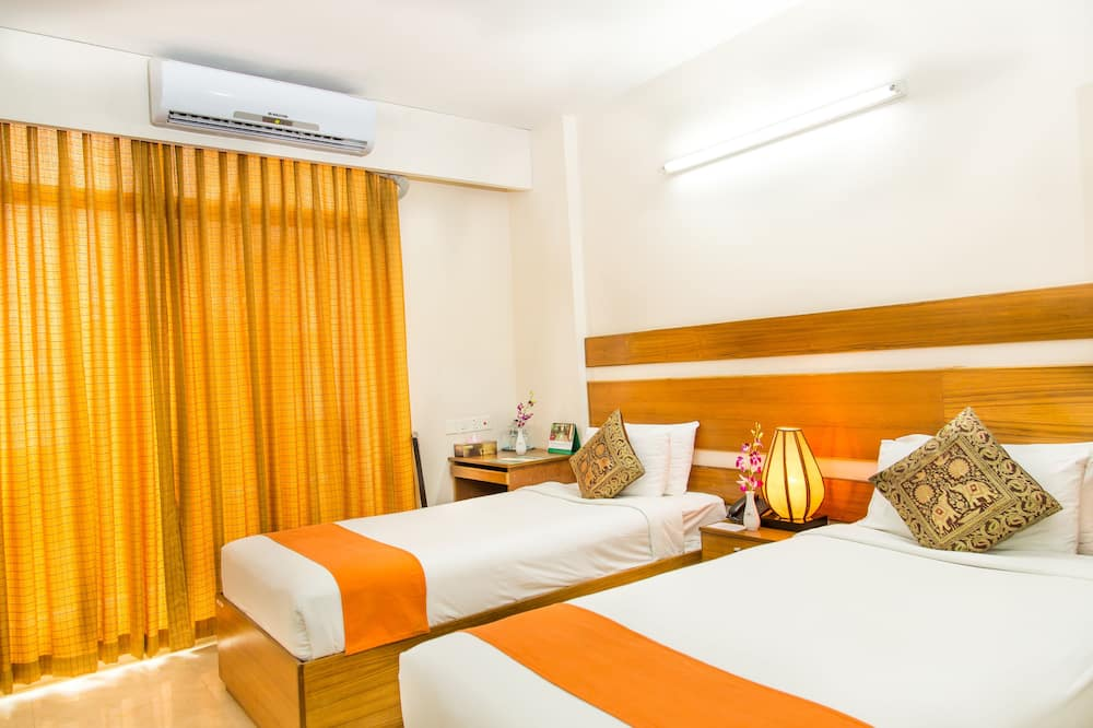 Deluxe Double or Twin Room, 2 Single Beds, Non Smoking, City View - Living Room