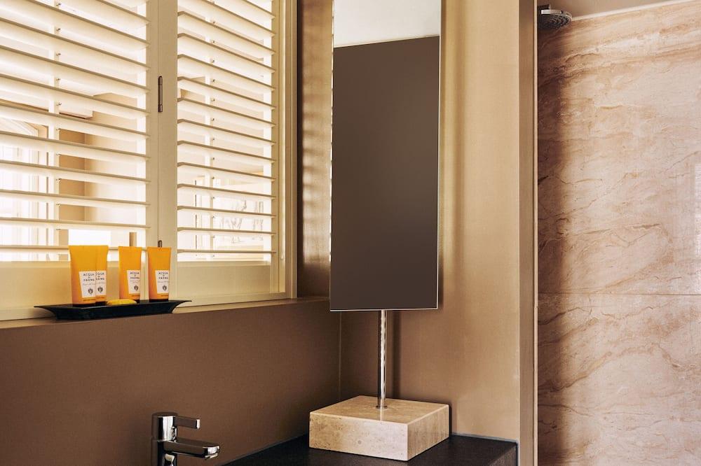 Junior Suite, 1 King Bed, Bathtub - Bathroom