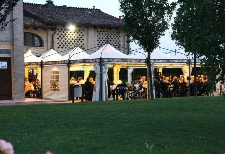 Ca' del Rio Resort, Formigine, Restaurante al aire libre