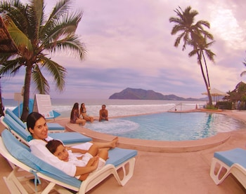 Enter your dates for special Manzanillo last minute prices