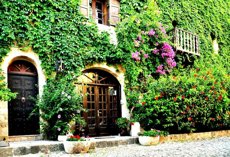 S. Nikolis Historic Boutique Hotel, Rodosz, Hotel bejárata