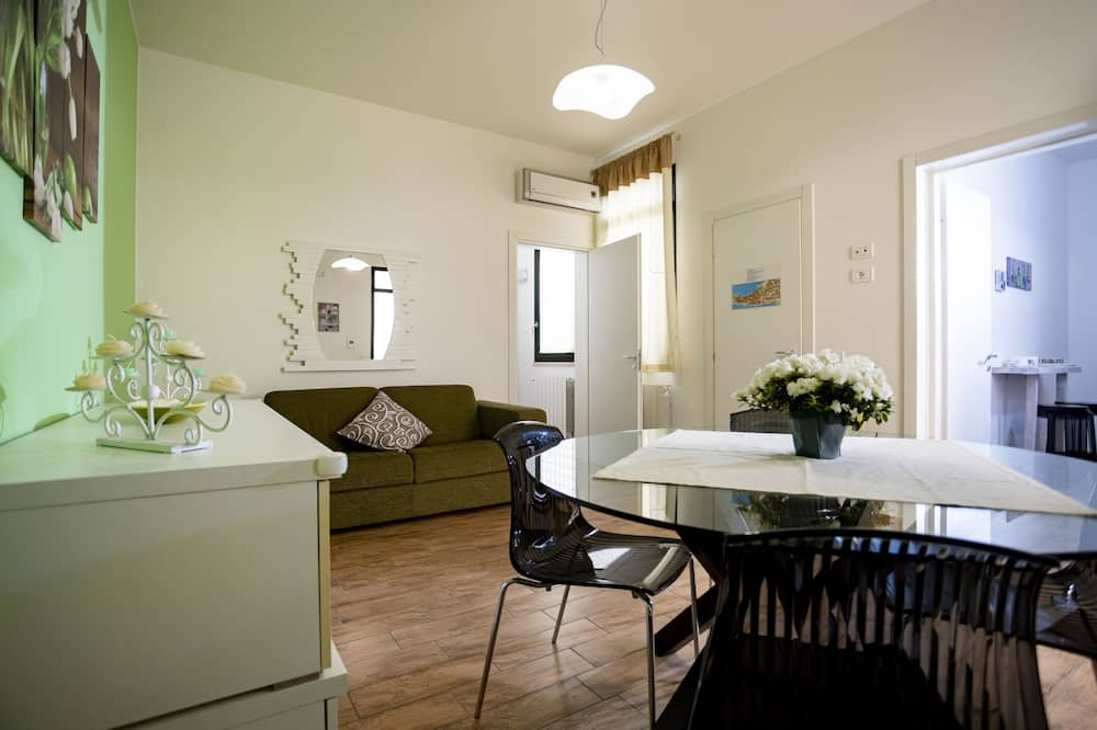 Economy Double or Twin Room, 1 Bedroom - Living Area
