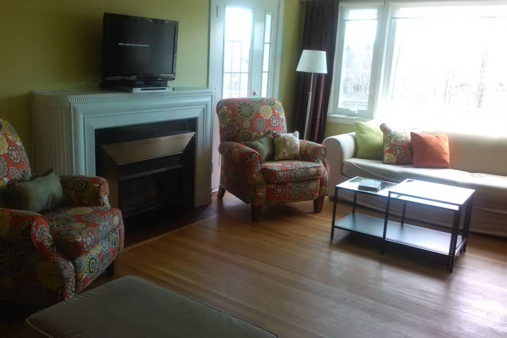 Cottage, 4 Bedrooms, Non Smoking - Living Area