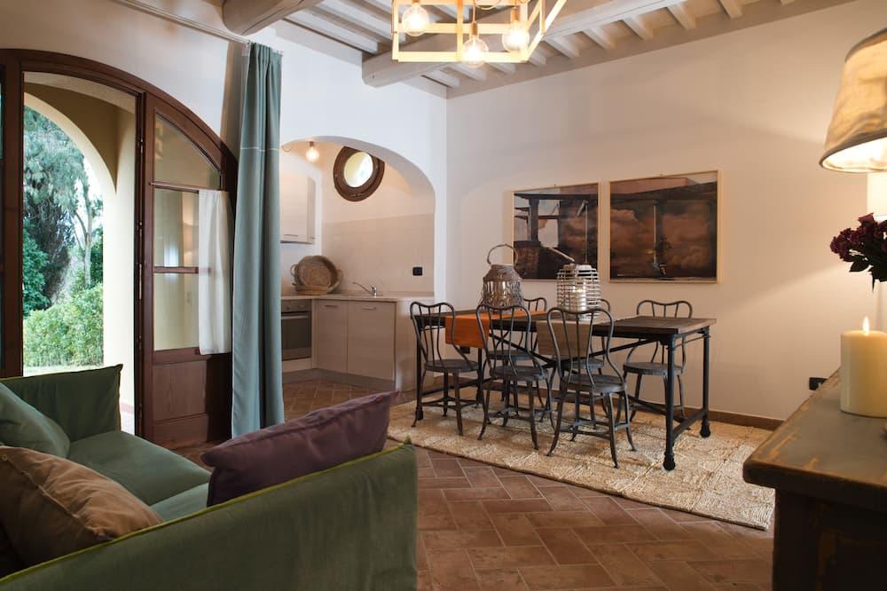 Family Apartment, 2 Bedrooms, Pool Access, Garden View - Ruang Tamu