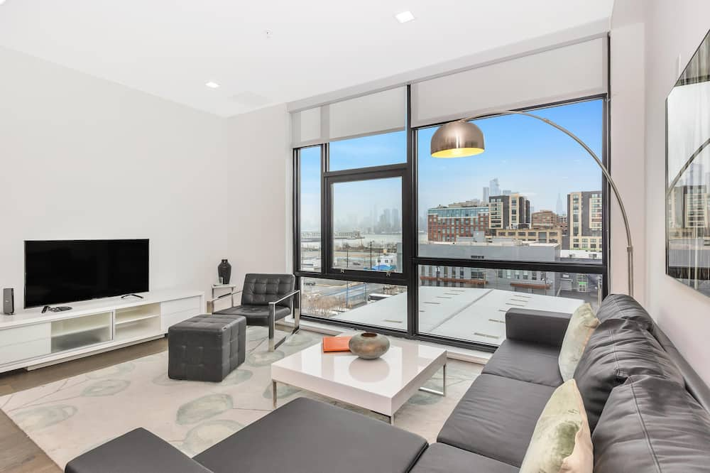 Apartment, 2 Bedrooms, Accessible, City View - Living Room