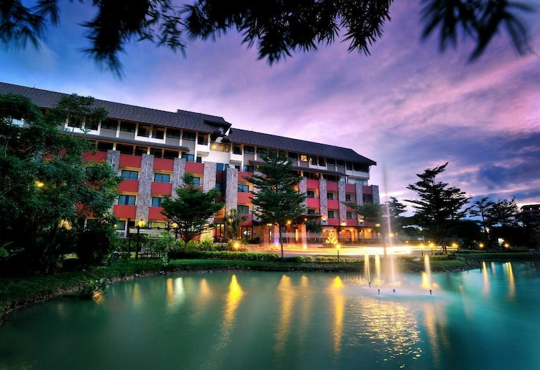 The Charm Boutique Resort & Hotel, Khon Kaen, Hotellets front – kveld/natt
