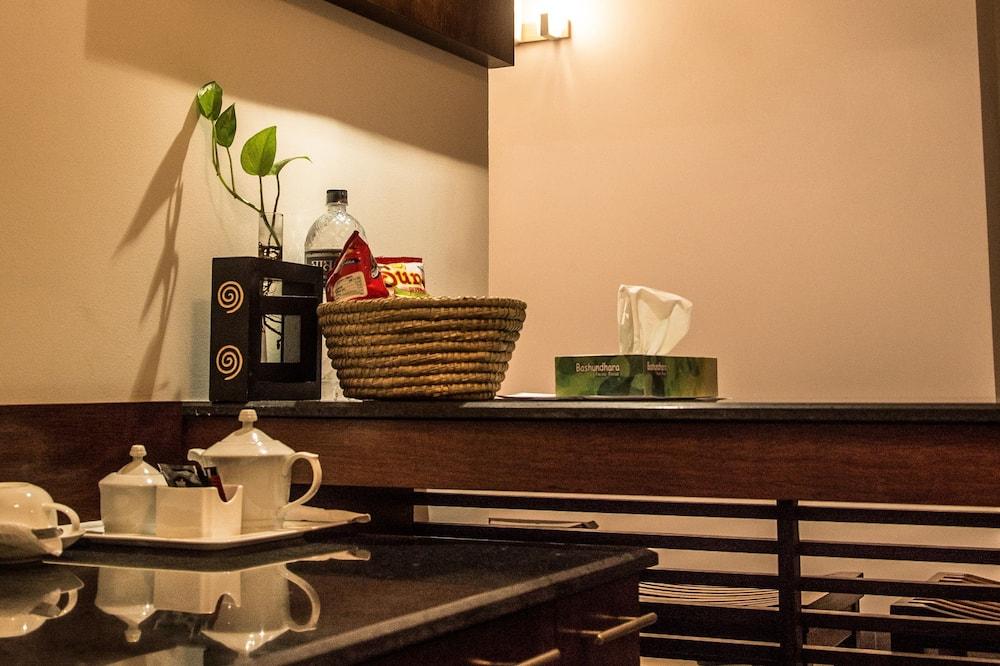 Business Suite - Tempat Makan dalam Bilik