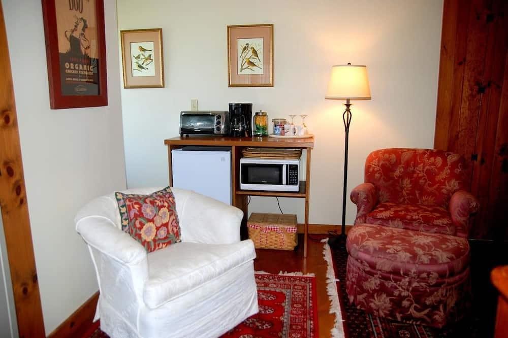 Kambarys, virtuvėlė - Svetainės zona