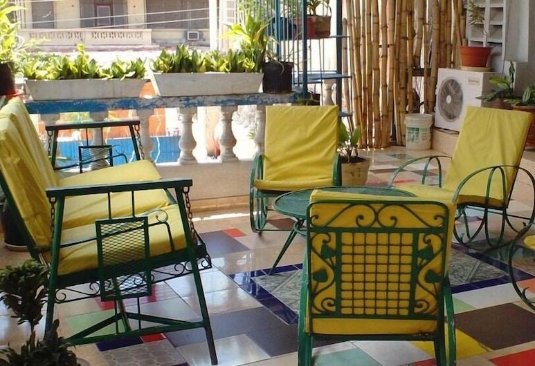 Tropical Bed & Breakfast, Petionville, Terrace/Patio