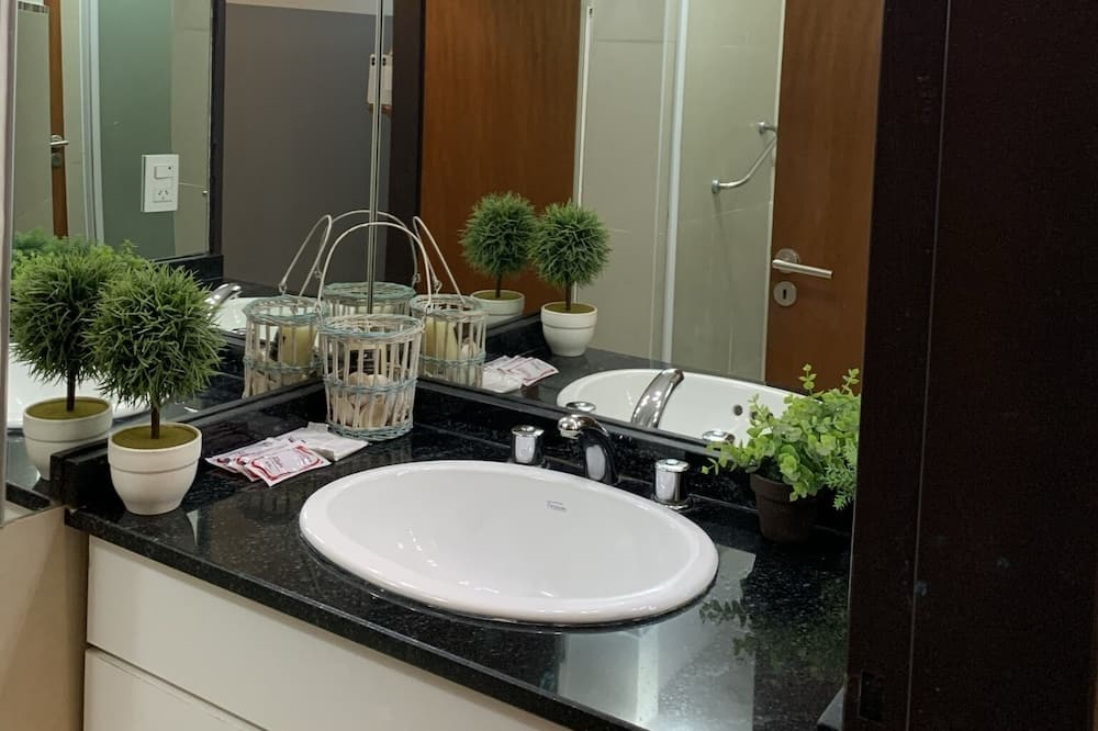 Štvorlôžková izba - Umývadlo v kúpeľni