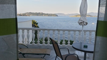 Enter your dates for our Skiathos last minute prices
