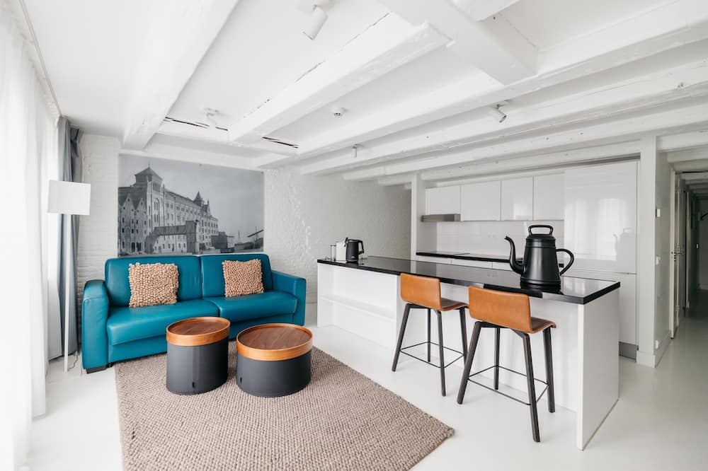 Large One-Bedroom Apartment Canal View (2 Adults) - Living Area