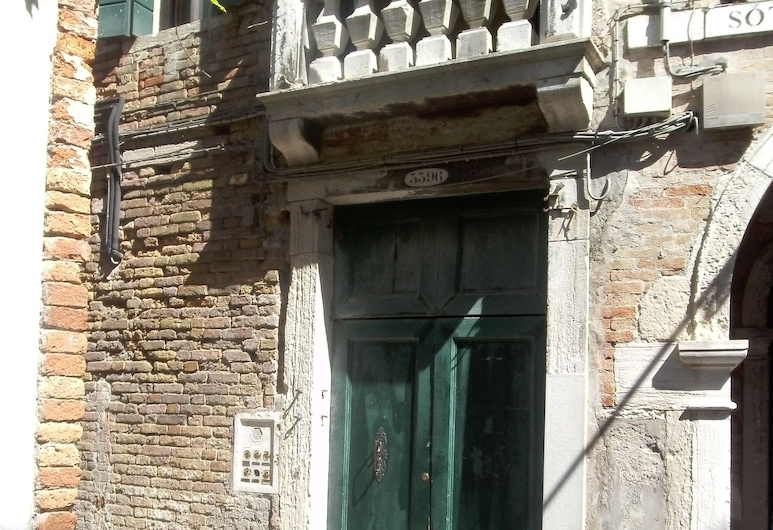 Venice Star, Venice, Property entrance