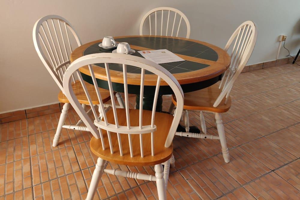 Penthouse Confort, 1 lit double - Restauration dans la chambre