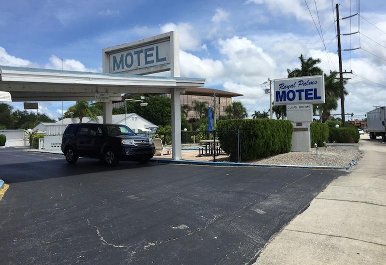 Royal Palms Motel, Stuart, Teren przynależny do obiektu