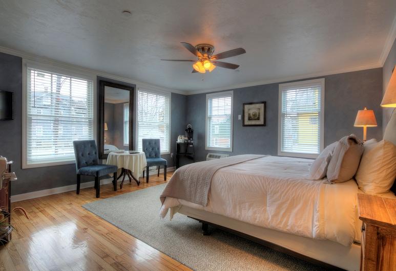 Bouchard Inn & Restaurant, Newport, Deluxe Room, 1 King Bed (Room 15), Guest Room