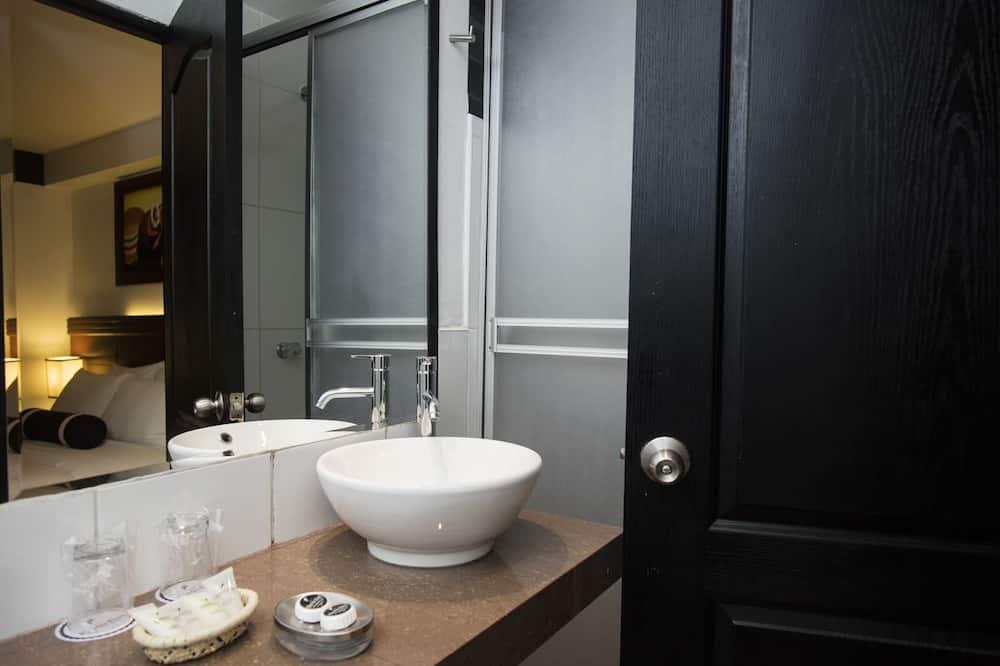 Номер с 2 односпальными кроватями, 2 односпальные кровати - Ванная комната
