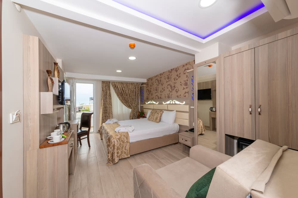 Deluxe Triple Room, Balcony, Sea Facing - Guest Room
