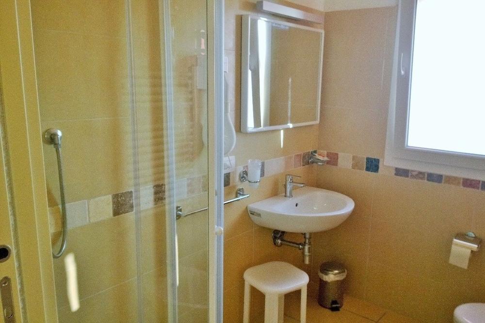 Basic Double Room, Balcony - Bathroom