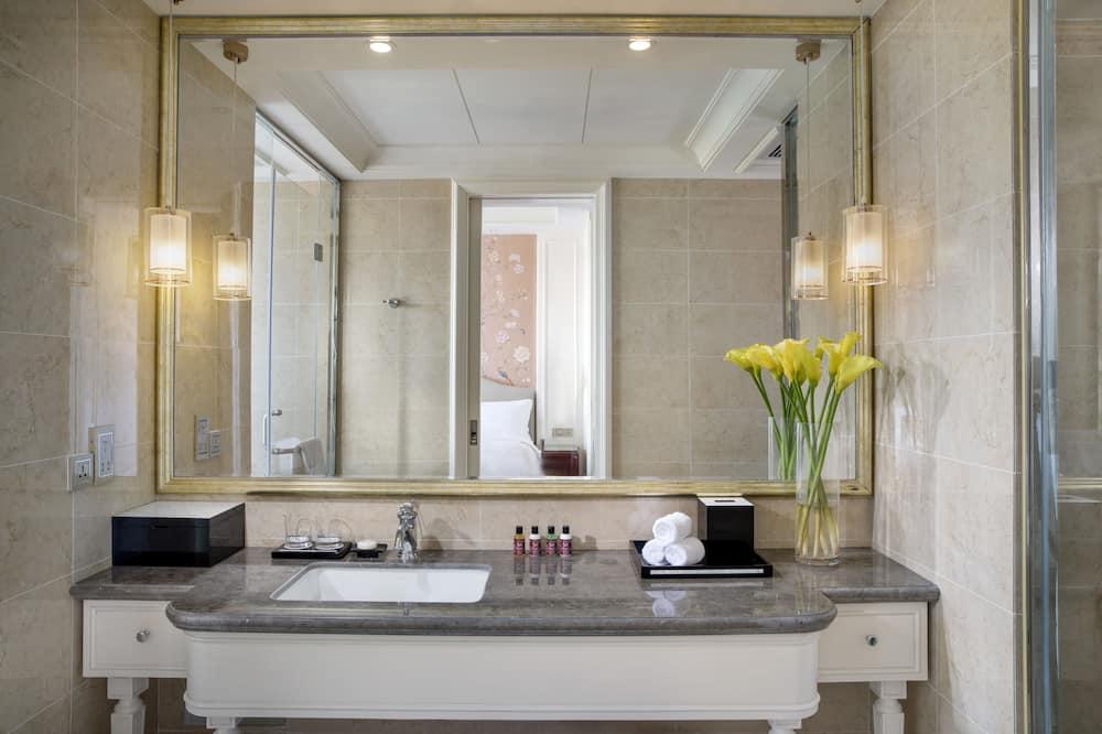 Luxury Room, 2 Twin Beds, City View - Bathroom