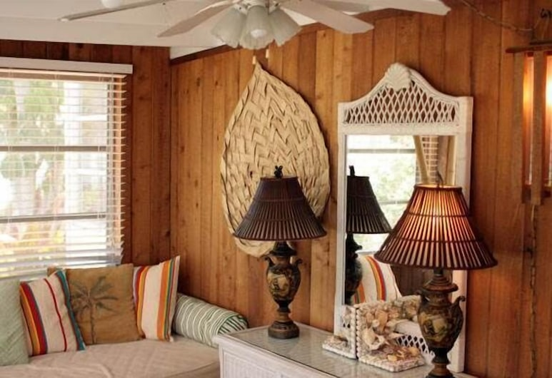 Anna Cabana Resort by Island Vacation Properties, Holmes Beach, 2 Bedroom House with Den, Living Area