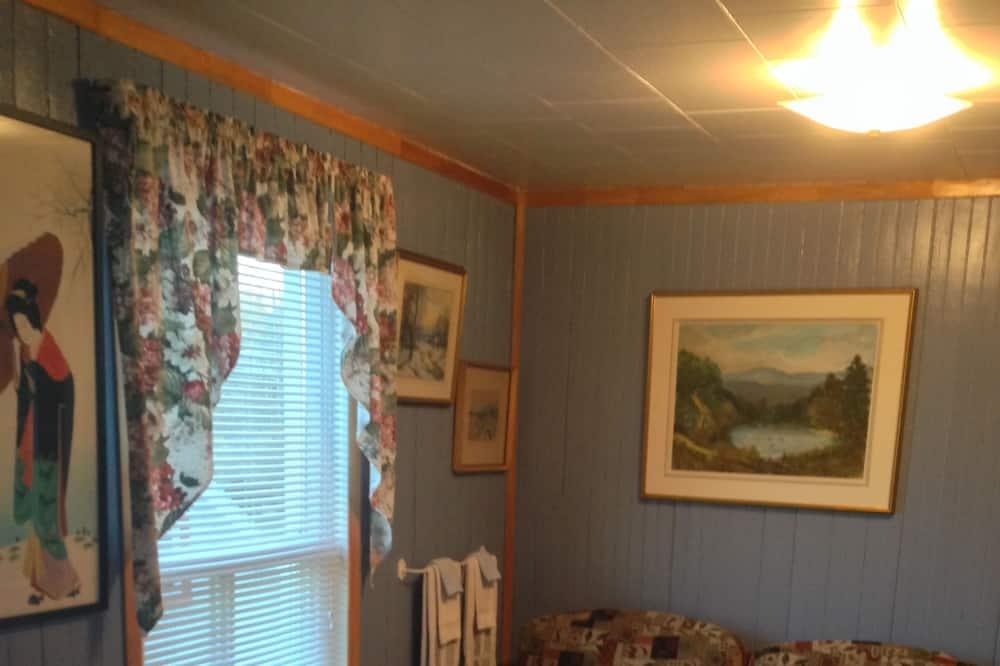 Standardværelse - 1 dobbeltseng - fælles badeværelse (Window on the River) - Opholdsområde