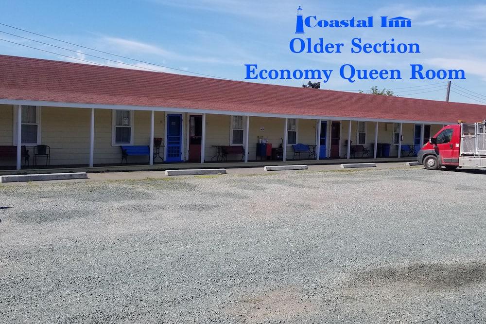 Economy Room, 1 Queen Bed, Annex Building - Living Area