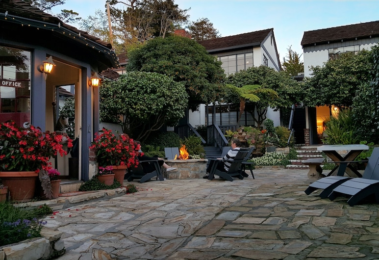 The Vagabond's House, Carmel, Innenhof