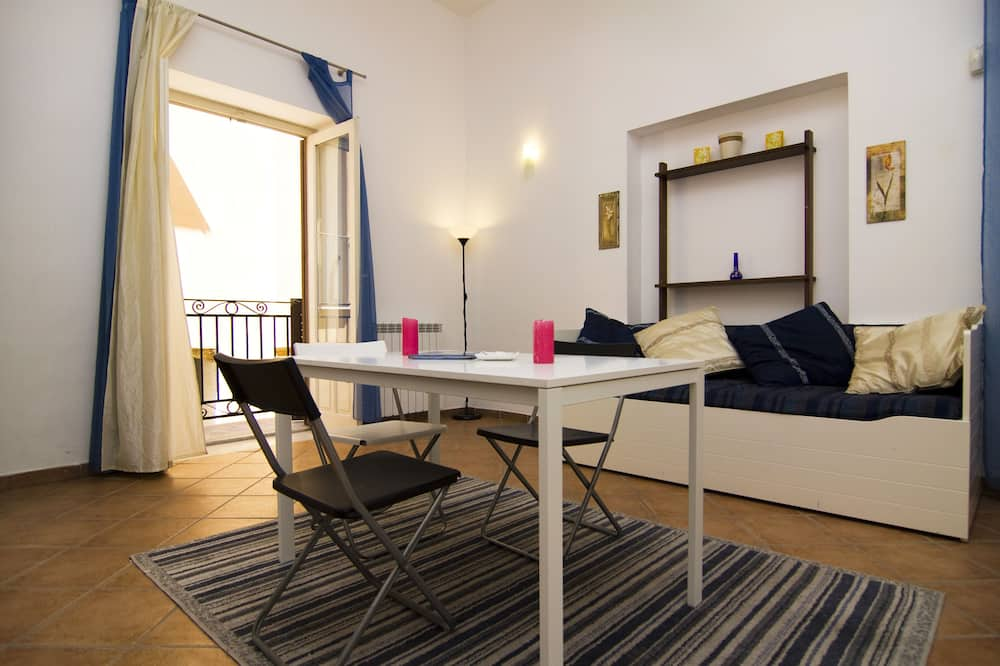 Luxury Apartment, 2 Bedrooms, Accessible, Kitchen - Living Area