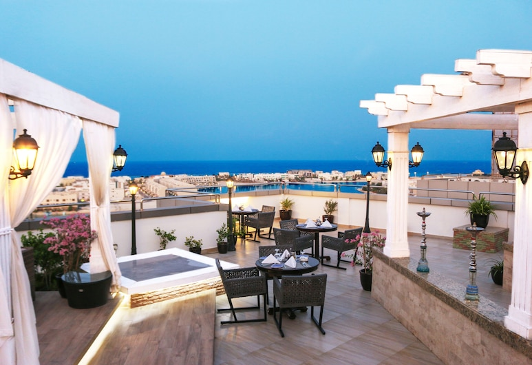 Ramada Hotel & Suites by Wyndham Amwaj Islands Manama, Muharraq, Terraza en el tejado