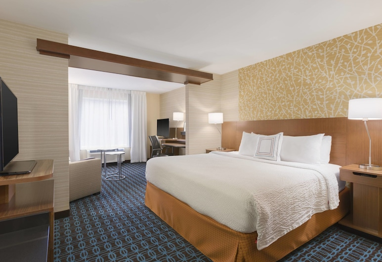 Fairfield Inn & Suites Pittsburgh Airport/Robinson Township, Pittsburgh, Executive Suite, 1 King Bed, Non Smoking, Guest Room