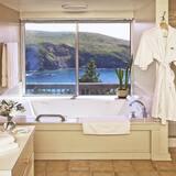 高級客房, 1 張特大雙人床, 海景 (Spa Tub) - 浴室