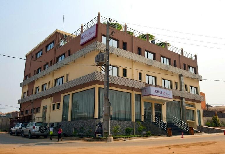 Hotel Quatro Pétalas, Луанда