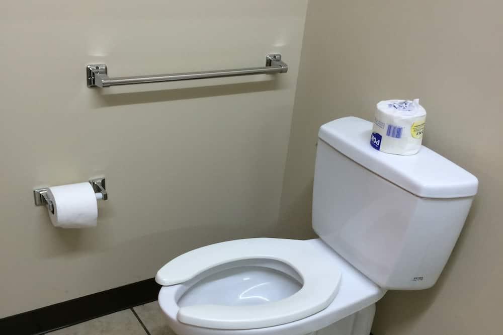 Seniorihuone, 2 keskisuurta parisänkyä - Kylpyhuone