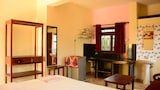 Choose This Cheap Hotel in Morjim