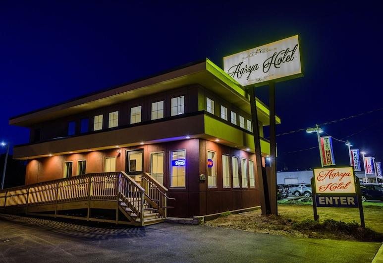 AArya Hotel By Niagara Fashion Outlets, Niagara Falls, Hotel Front – Evening/Night