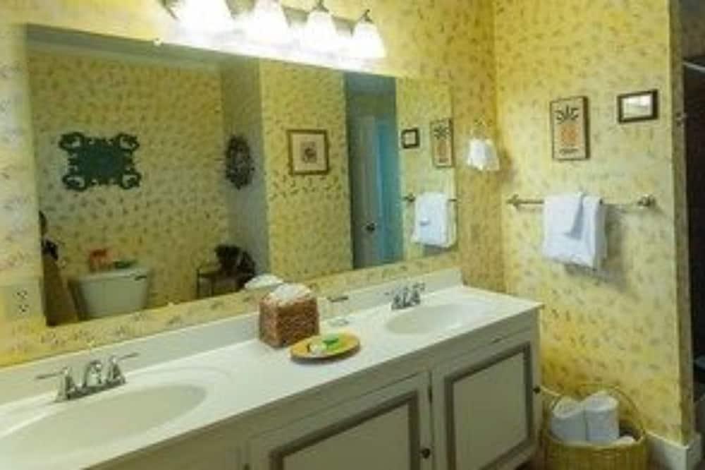 Sviitti, Oma kylpyhuone (Morehead Suite) - Kylpyhuone