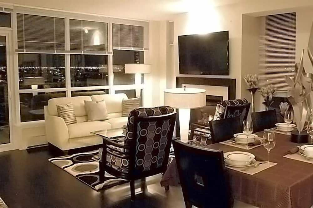 Condo, 2 Bedrooms (Uptown Waterfront) - In-Room Dining