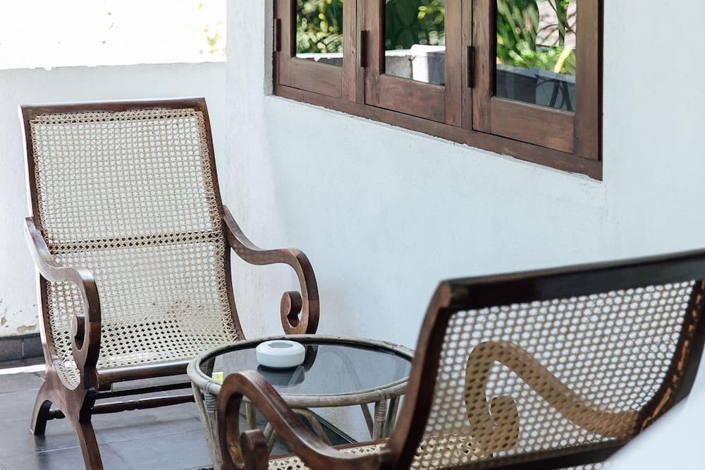 Dvivietis kambarys, 1 standartinė dvigulė lova, balkonas, vaizdas į sodą - Balkonas
