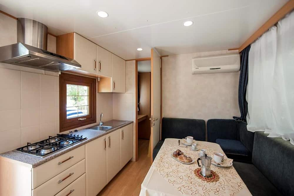 Standard Mobile Home (4 adults) - In-Room Dining