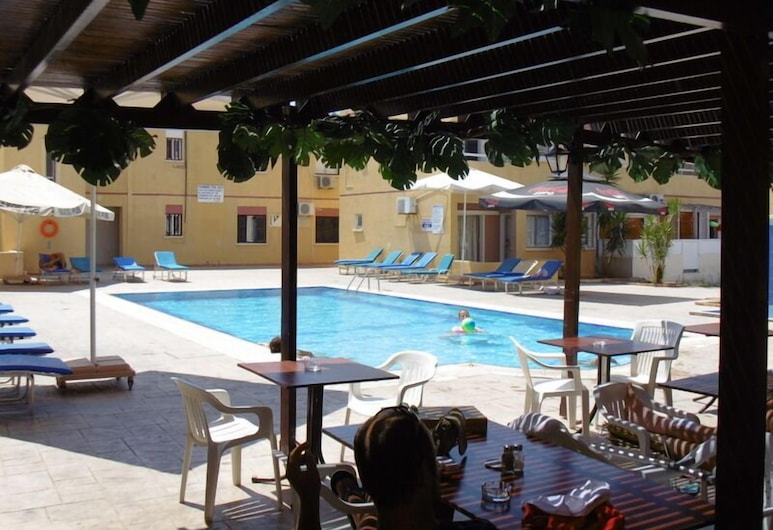 Nick's Hotel Apartments, Ayia Napa, Bar a bordo piscina