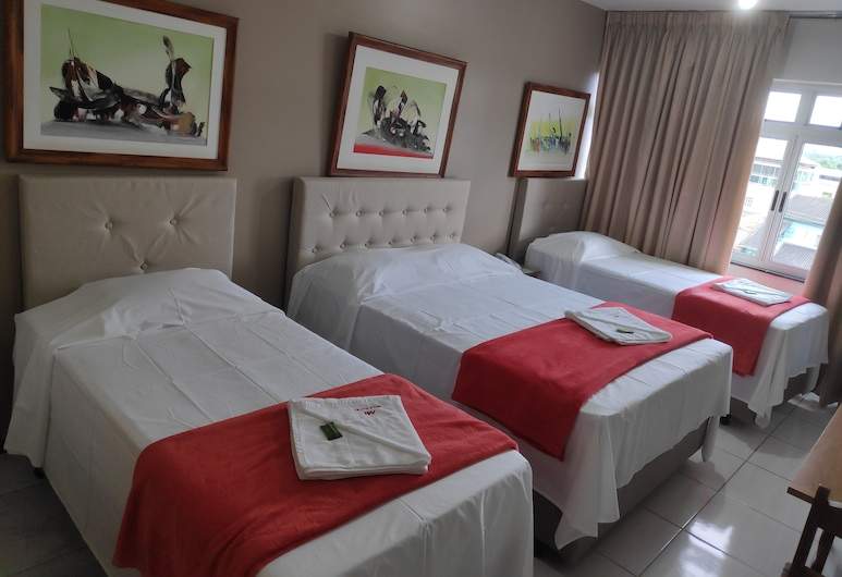 Max Hotel, Nucleo Bandeirante, Deluxe Triple Room, Guest Room